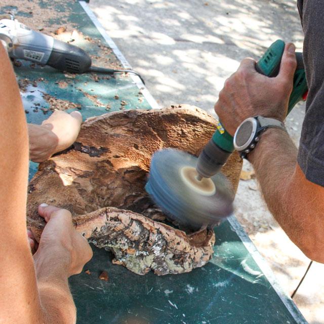 verKORKst - Reinigung einer Korkrinde
